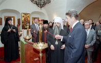 Reagan_at_Danilov_Monastery, 1988