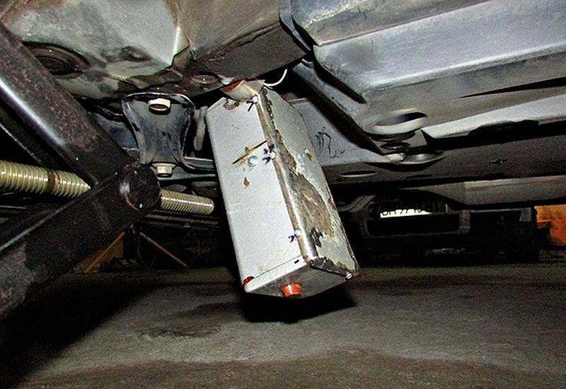 Самодельное взрывное устройство установленное под автомобиль